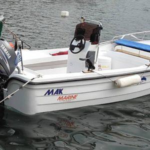 Το εσωτερικό της βάρκας Mak 465 P A είναι σχεδιασμένο να διαθέτει τρις μεγάλους άνετους και στεγανούς αποθηκευτικούς χώρους που οι δύο ανοίγουν από το επάνω