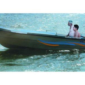 """Το εσωτερικό της βάρκας """"MakMarine 455 P"""" είναι σχεδιασμένο να διαθέτει δυο πολύ μεγάλους άνετους και στεγανούς αποθηκευτικούς χώρους"""